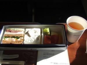 NH1794便のプレミアムクラスの軽食